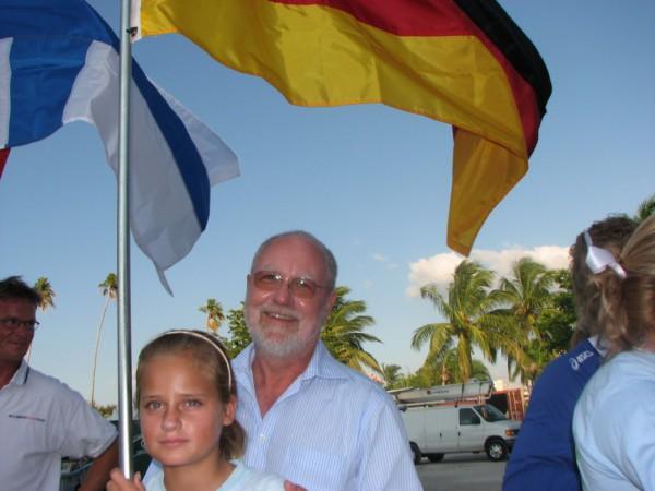 2009_11_07 Flagge mit Detlef und Kind